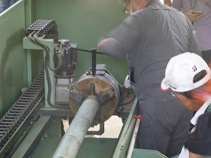 竹を機械にセット